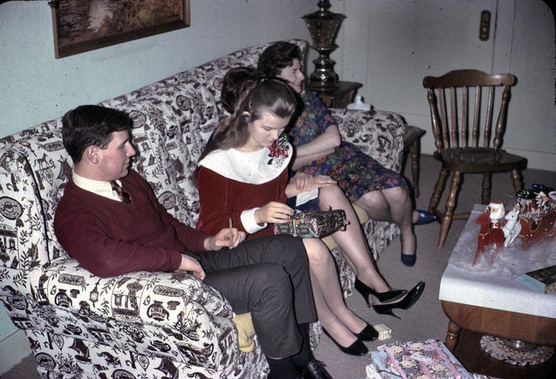 19671224_mike_linda_pat_mrs