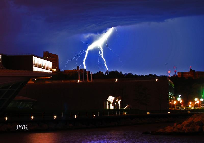 09  Lightning bolt.jpg