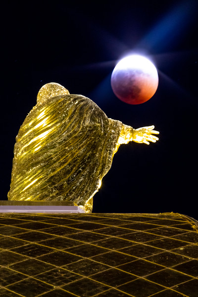 Total Lunar Eclipse - Notre Dame