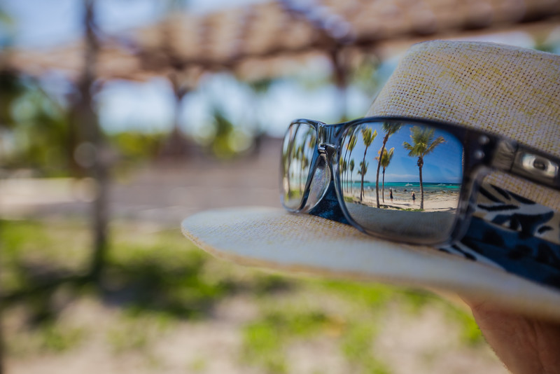 Sunglasses with tropical reflection