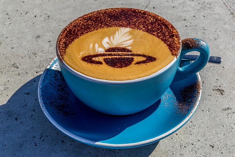 Ein passender Cappucino im «Astro Cafe» auf dem «Mount John»