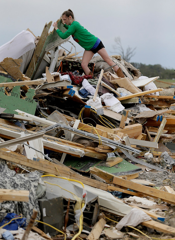. Callie Moore looks through the debris of her home that was destroyed by Sunday\'s tornado, Tuesday, April 29, 2014, in Vilonia, Ark.  (AP Photo/Eric Gay)