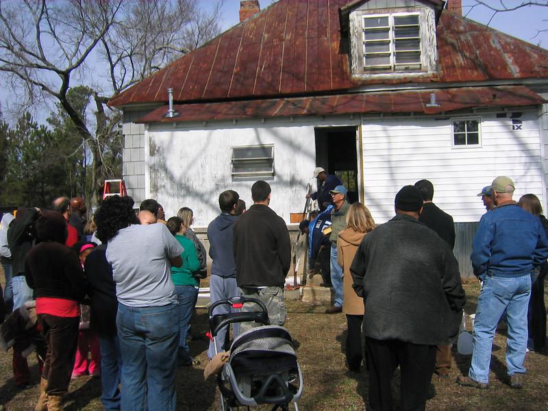 Millard speaks to crowd in back yard of Hamm house.JPG