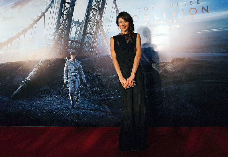 ". Ukrainian-born actress Olga Kurylenko poses on the red carpet before the world premiere of her movie ""Oblivion\"" in Buenos Aires, March 26, 2013. REUTERS/Marcos Brindicci"