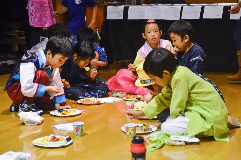 grade 2 cross cultural lunch 2014-48.jpg