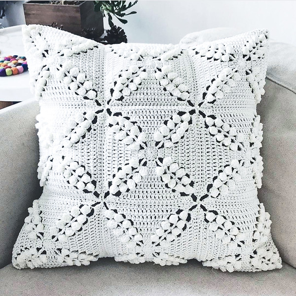 Crocheting: Smitten Cushion