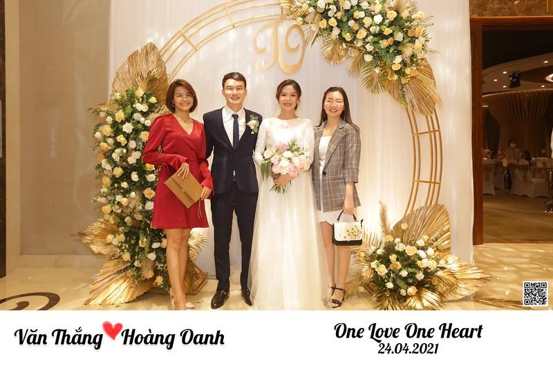 Thang & Oanh wedding instant print photo booth @ Asiana Plaza HCMC   Chụp hình in ảnh lấy ngay Tiệc cưới tại TP HCM   Photobooth Vietnam
