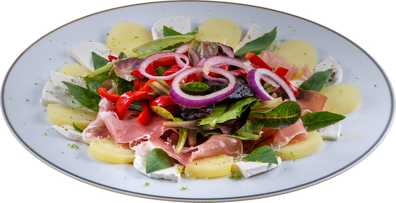Salat mit Peperoni, Ziegenkäse und Schinken