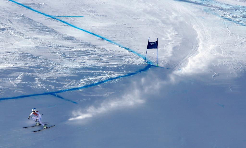. United States\' Julia Mancuso makes a turn during the women\'s downhill at the Sochi 2014 Winter Olympics, Wednesday, Feb. 12, 2014, in Krasnaya Polyana, Russia. (AP Photo/Luca Bruno)