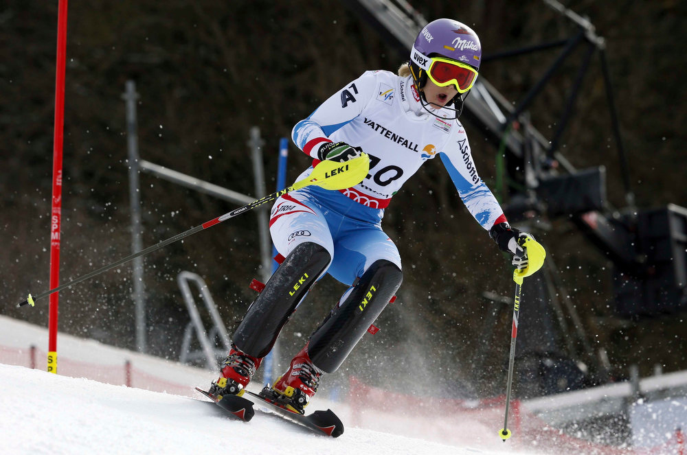 Description of . Austria's Michaela Kirchgasser clears a gate during the second run of the women's slalom, at the Alpine skiing world championships in Schladming, Austria, Saturday, Feb.16, 2013. (AP Photo/Alessandro Trovati)