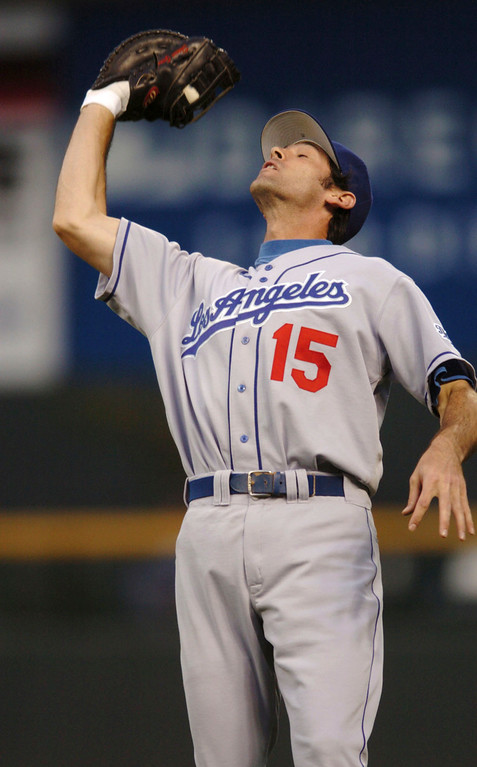 . SHAWN GREEN -- Los Angeles Dodgers first baseman Shawn Green leans back to pull in a pop fly off the bat of Colorado Rockies\' Vinny Castilla in the third inning in Denver on July 27, 2004. (AP Photo/David Zalubowski)