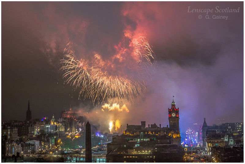 Fireworks over Edinburgh Castle from Calton Hill (22)