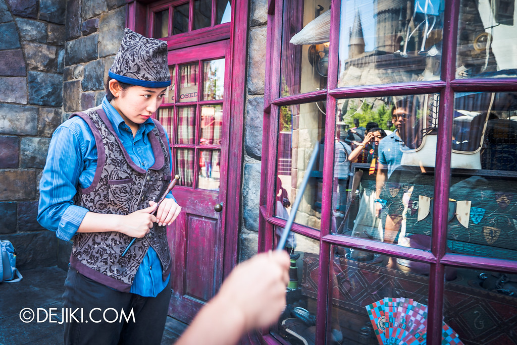Universal Studios Japan - The Wizarding World of Harry Potter - Hogsmeade trying wand magic