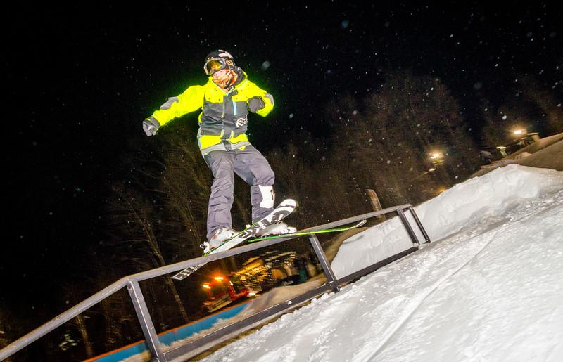 Nighttime-Rail-Jam_Snow-Trails-161.jpg