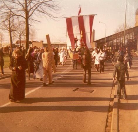 1976_04.jpg