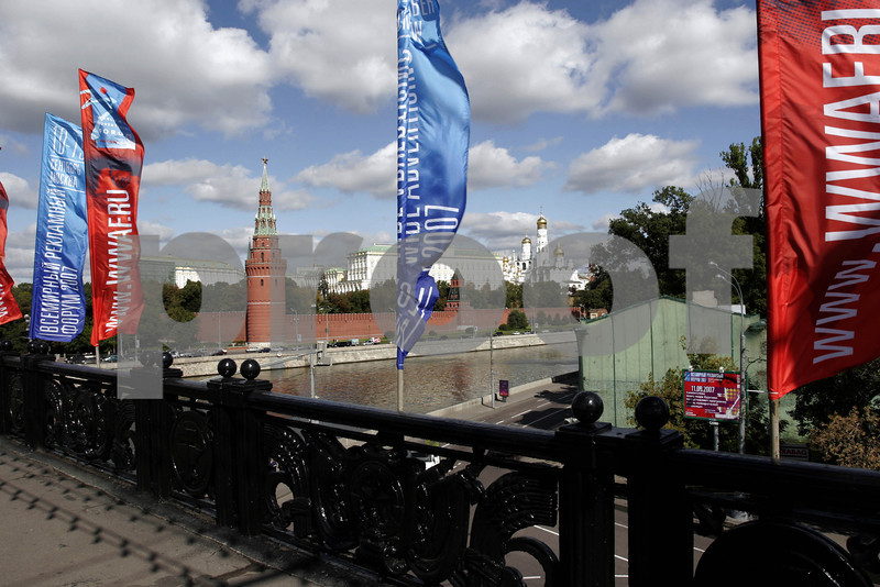 Moscow R & Kremlin bridge 1797s.JPG