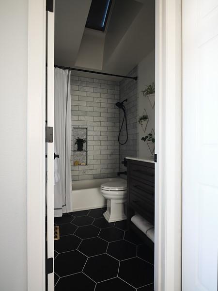Denver_Bathroom_Angle1_BlindsClosed.jpg
