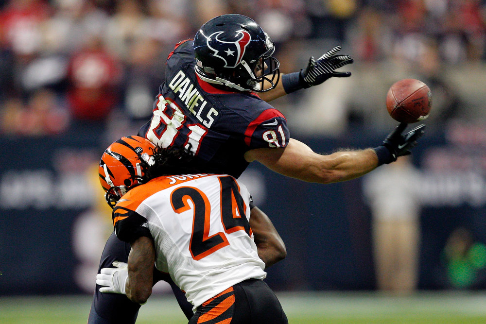 . Owen Daniels #81 of the Houston Texans can\'t make a catch in the first half against Adam Jones #24 of the Cincinnati Bengals during their AFC Wild Card Playoff Game at Reliant Stadium on January 5, 2013 in Houston, Texas.  (Photo by Bob Levey/Getty Images)