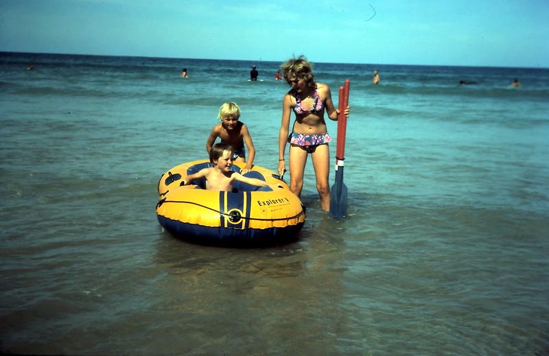 1977-1 (16) Ian Twyford, Andrew 7 yrs 5 mths, Susan 11 yrs 5 mths @ Apollo Bay.JPG