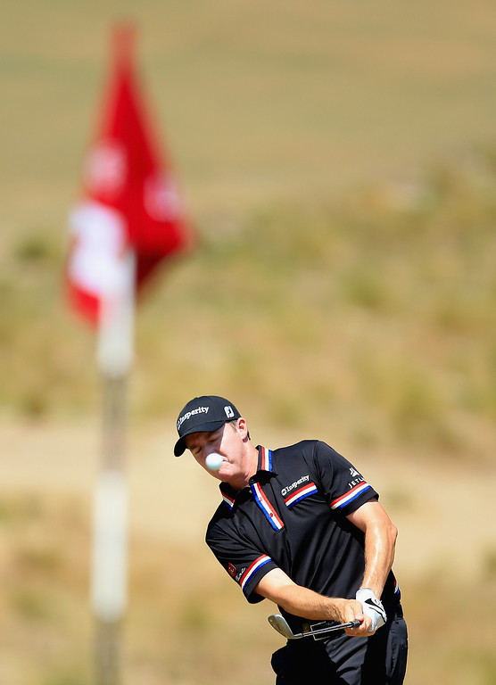 . Jimmy Walker of the United States chips to the fifth green during the final round of the 114th U.S. Open at Pinehurst Resort & Country Club, Course No. 2 on June 15, 2014 in Pinehurst, North Carolina.  (Photo by David Cannon/Getty Images)