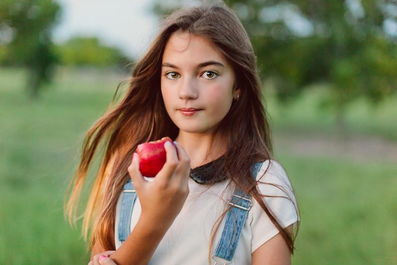 Lisa_apple-4.jpg