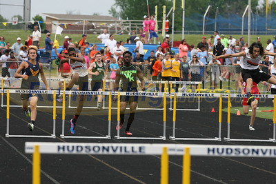 300M Boys' Hurdles Finals - 2016 MHSAA LP D1 TF Finals