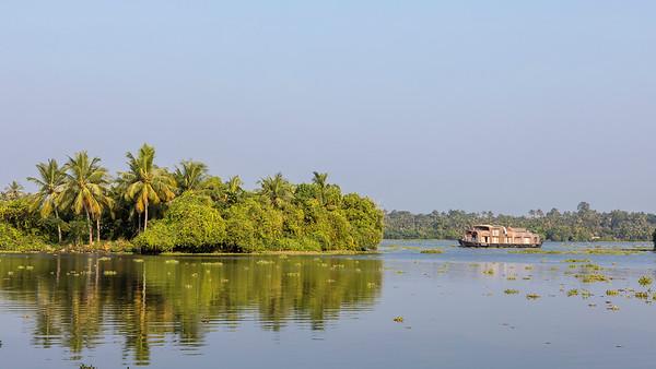 INDIA - Backwaters of Kerala and Murinjapuzha