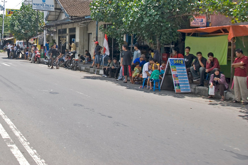 Locals patiently waiting on Suharto Funeral route in Indonesia