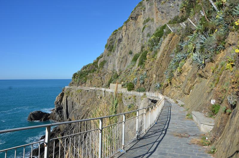Via dell'Amore (Lover;s Lane) path connecting Riomaggiore to Manarola.