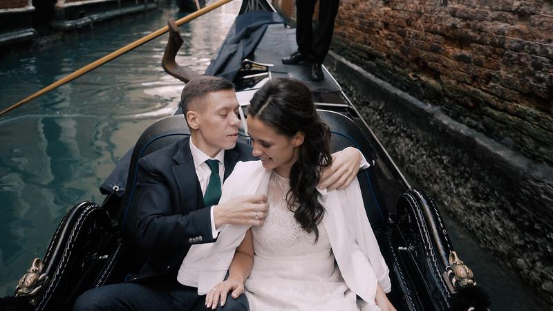 Tu-Nguyen-Destination-Wedding-Photographer-Elopement-Venice-Italy-Europe-w80a7.jpg