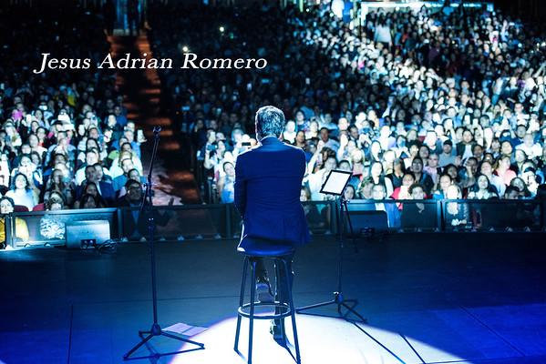 Jesus Adrian Romero 2018