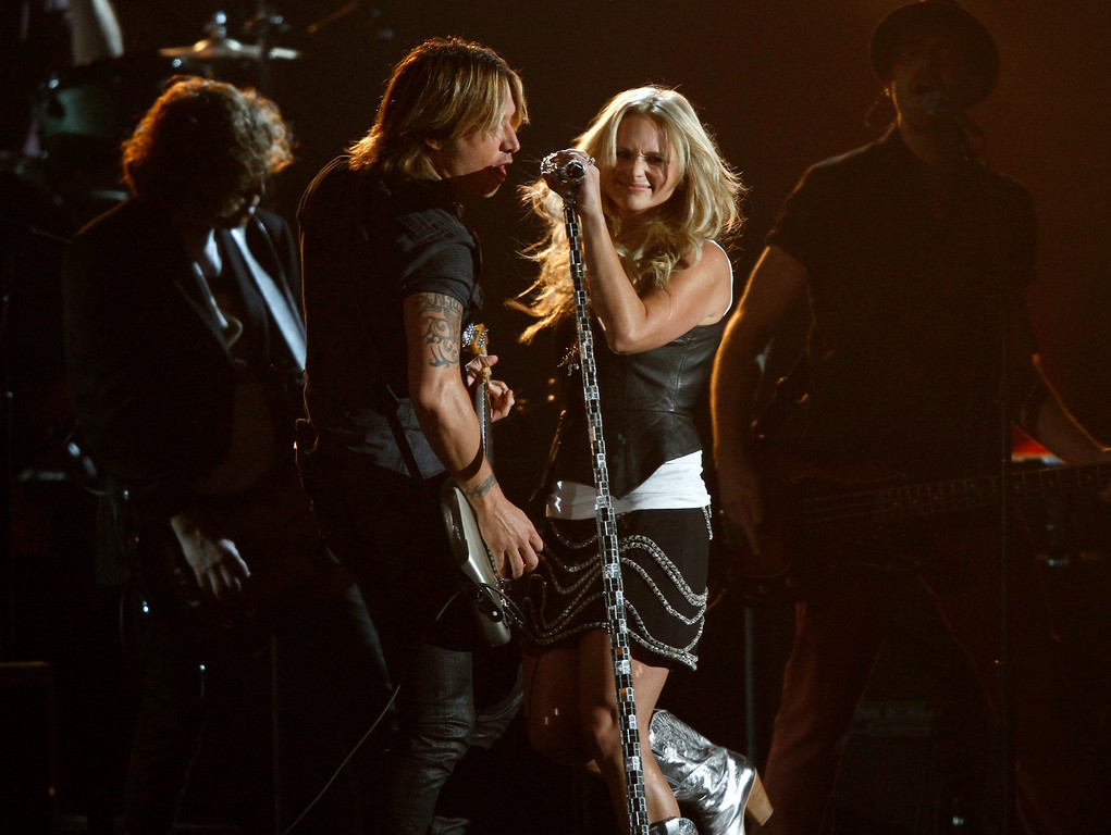 . Keith Urban, left, and Miranda Lambert perform at the 47th annual CMA Awards at Bridgestone Arena on Wednesday, Nov. 6, 2013, in Nashville, Tenn. (Photo by Wade Payne/Invision/AP)