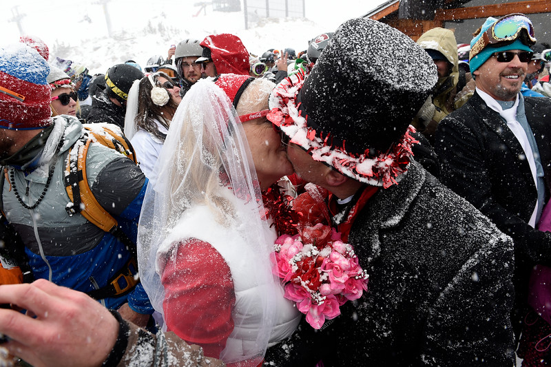 Valentine S Day Dozens Of Couples Marry At Loveland Ski Area S