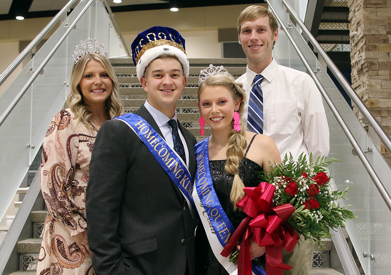 IMG_9470-King and Queen with presenters.jpg