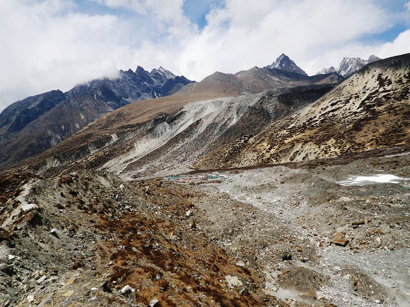 Imja Valley - going downhill towards Chukhung (15,518ft = 4.730m).