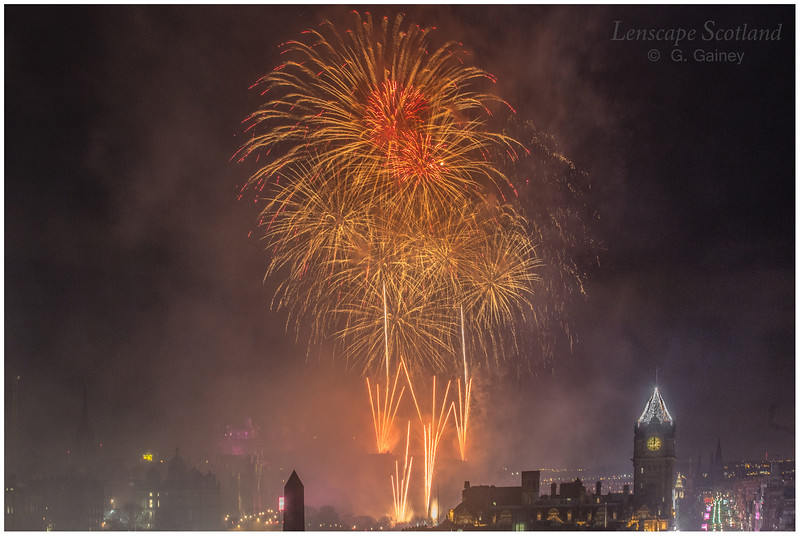 Fireworks over Edinburgh Castle from Calton Hill (11)