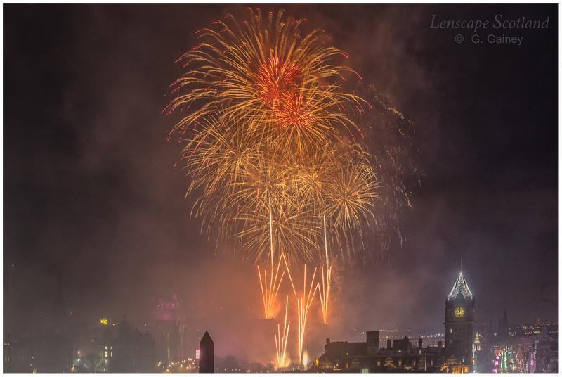 Fireworks over Edinburgh Castle from Calton Hill (11)