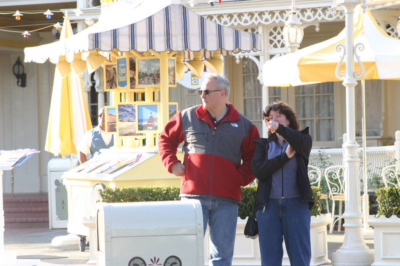 Linda and Paul wait for Ellen to come back.