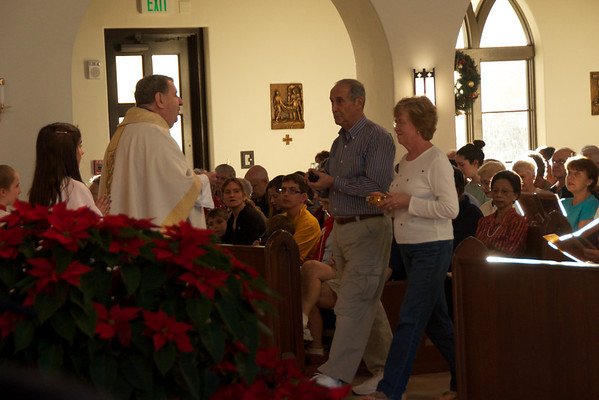 Pat and Ed Felicetti Receive 50th Wedding Anniversary Blessing