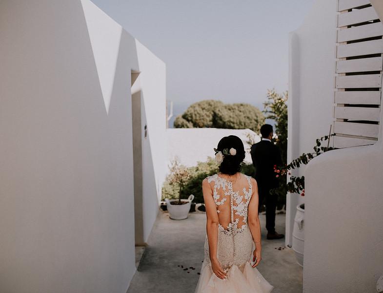Tu-Nguyen-Destination-Wedding-Photographer-Santorini-Rocabella-Hotel-Euna-Ehsan-181.jpg