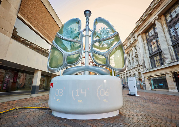 30/10/19 - 16ft pair of Lungs arrive in Nottingham town centre