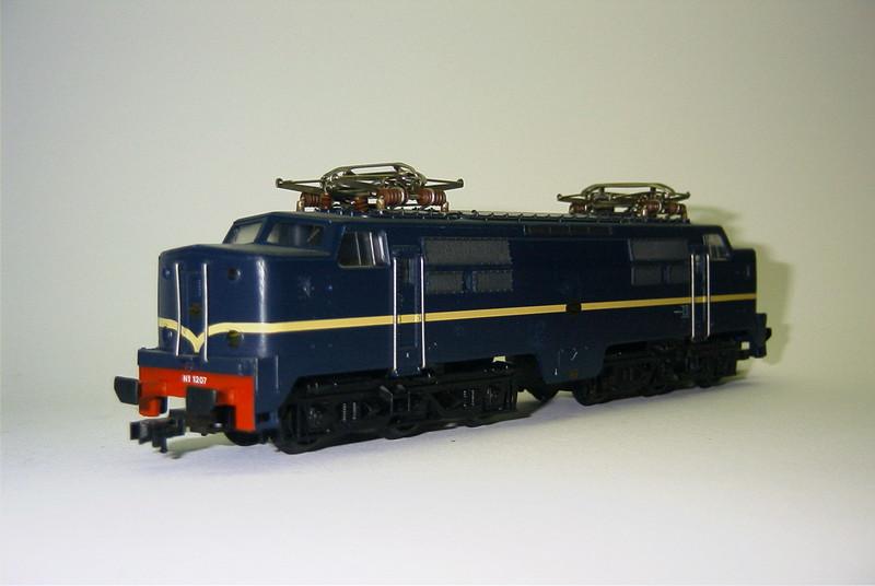 FL 904372 ns 1207 blauw schuin.JPG