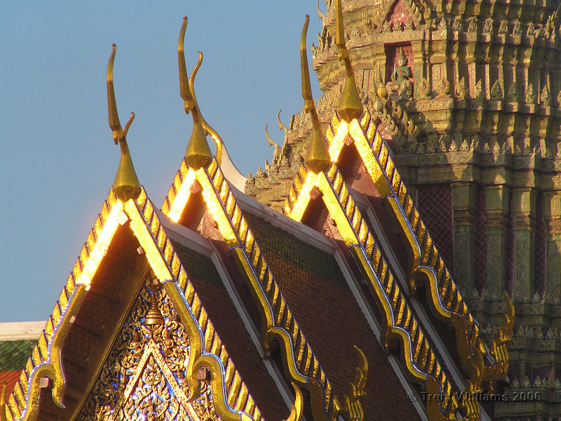 This is the Temple of the Emerald Buddha. I was disappointed with the photos I had taken this morning until I came across this place. The glare from this temple was piercing, while still leaving it with great tonal and colour contrast. The camera hasn't quite captured the intensity of the glare.
