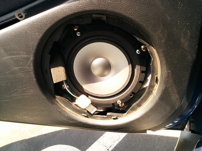 Outlander Speaker installations