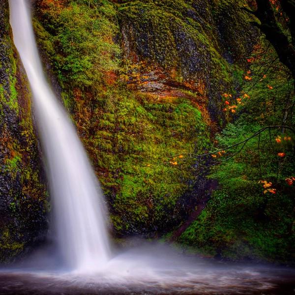 Horsetail Falls along the Historic Highway (Nick Wiltgen)