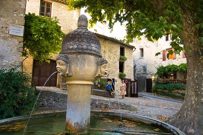 Europe, France, Provence, Vaison-la-Romaine, fountain on main square