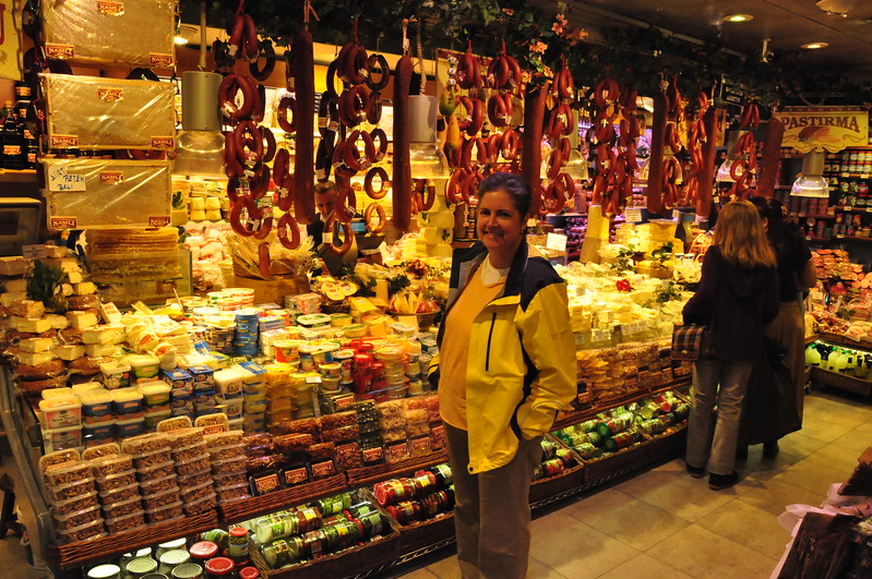 2010-10-26  132  Veronica at the Istanbul Spice Bazaar