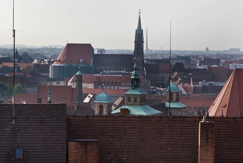 Nürnberg. Blick von Burg auf St. Lorenz und  Frauenkirche