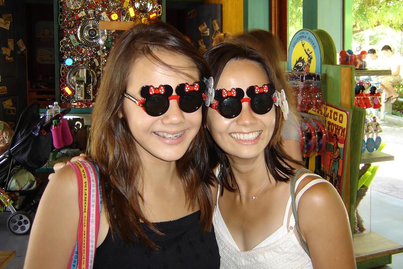 2006 08/05: Disneyland with Charlene