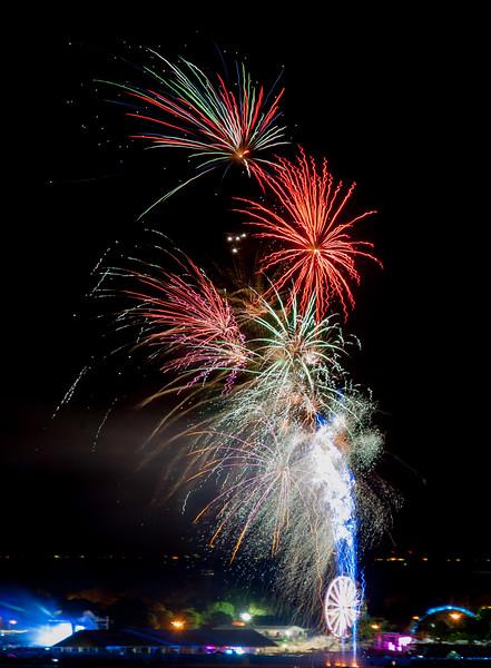 edgewater-fireworks_9240815708_o.jpg